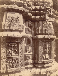 Close view of two sculptural niches east of the statue of Ganesha, on the façade of the sanctuary of the Rajalinga Temple, Bhubaneshwar